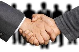 1550235388_shaking-hands-3091908_960_720