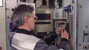 depositphotos_158503120-stock-video-man-installing-electric-meter
